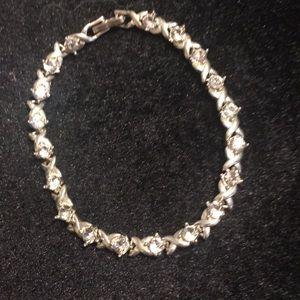 Silver tone kisses & hugs bracelet